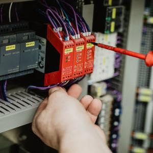 Pravidelné kontroly a údržba jsou nezbytné.
